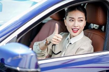 """Ngô Thanh Vân: """"Lái xe VinFast như xé gió mà đi"""""""