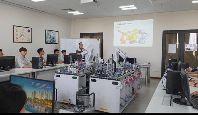 Con đường mới để giải bài toán nhân lực Việt