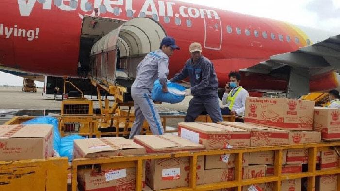 Chung tay hướng về miền Trung, cùng Vietjet góp 10.000 đồng ủng hộ mỗi vé bay