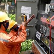 Vượt qua nhiều khó khăn do ảnh hưởng dịch bệnh COVID-19,  EVN luôn thực hiện tốt nhiệm vụ đảm bảo cung cấp điện trong mọi tình huống