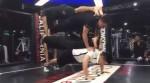 [VIDEO] Choáng với sức mạnh cơ bắp của HLV ở California Fitness