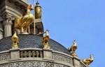 """Chủ nhân """"Lâu đài gà vàng"""": Đồng tiền và văn hóa"""