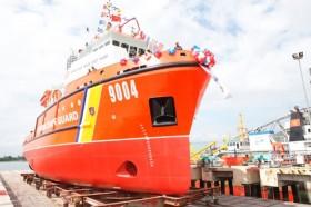 [VIDEO] Hạ thủy tàu Cảnh sát biển hiện đại 9004, đóng mới tàu đa năng DN2000