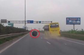 [VIDEO] Hốt hoảng xe khách