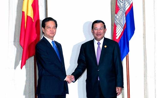 Thủ tướng Nguyễn Tấn Dũng hội kiến Thủ tướng Campuchia