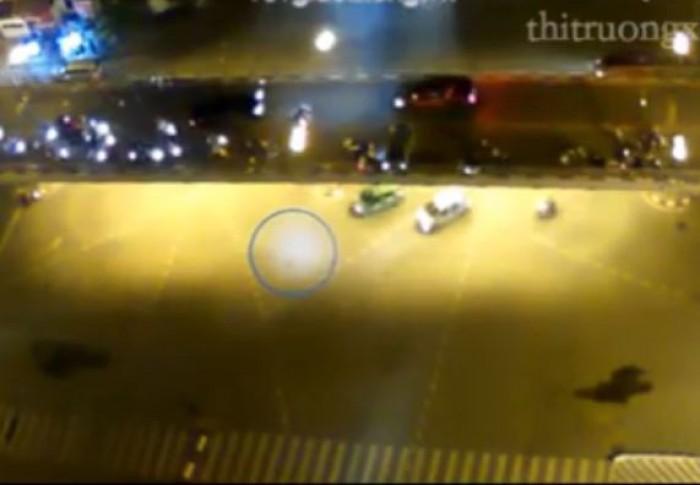 video toan canh vu taxi dien tren cau vuot thai ha