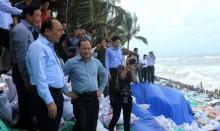 Phó Thủ tướng thị sát tình trạng sạt lở tại Cửa Đại