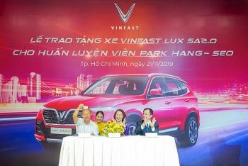 vinfast tang xe lux sa20 phien ban cao cap cho hlv park hang seo