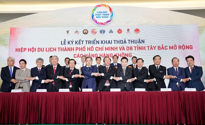 Vietjet cùng liên kết du lịch TP.HCM với Tây Bắc, Đông Bắc và miền Trung