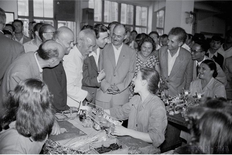 """Triển lãm ảnh """"Việt Nam - Bulgaria: 70 năm hữu nghị và phát triển"""""""