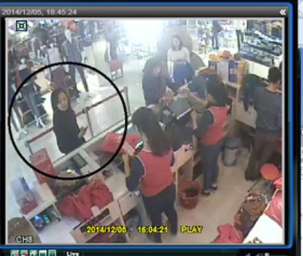 """[VIDEO] Trộm túi tiền của """"bà bầu"""" trong cửa hàng thời trang Canifa"""