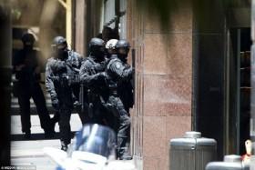 [VIDEO] Toàn cảnh tiêu diệt kẻ bắt cóc con tin ở Sydney, Australia
