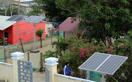 Khánh Hòa: Phủ điện thôn đảo Ninh Tân bằng năng lượng mặt trời