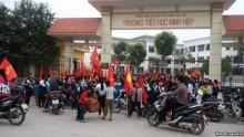 Sao nỡ đẩy học sinh đi biểu tình?
