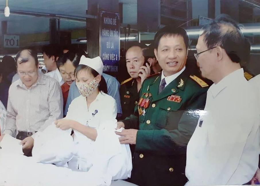 nguoi linh doanh nhan nang long voi nhung canh doi khon kho