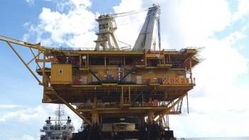 """[PetrotimesTV] Gắn biển công trình """"Giàn BK-21, mỏ Bạch Hổ"""" chào mừng Đại hội đại biểu toàn quốc lần thứ XIII của Đảng"""