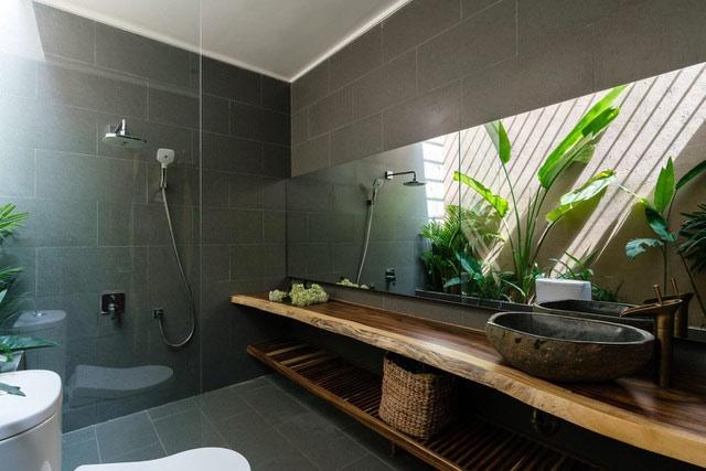 Mê mẩn nhà mái gỗ tuyệt đẹp, có sân thượng xanh mướt đủ loại cây ở Vũng Tàu