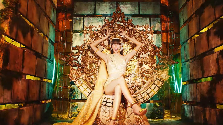 """Lisa (BLACKPINK) táo bạo và mạnh mẽ trong MV solo """"LALISA"""""""