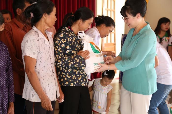 tng holdings ung ho 25 tan gao cho ngu dan mien trung