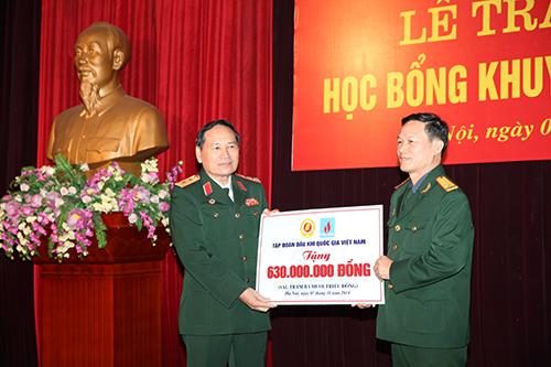 PVN trao học bổng tình nghĩa cho con cựu chiến binh