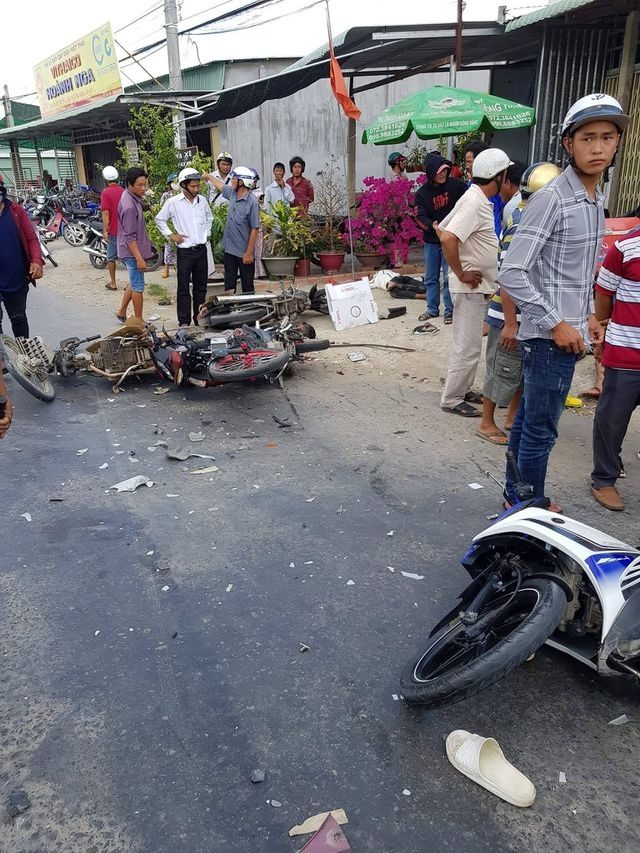 Xe tải đâm vào đoàn người đi lễ, 6 người thương vong