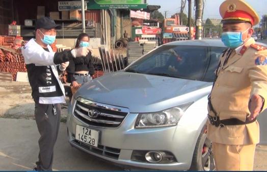 Lái xe không chấp hành đo nồng độ cồn còn livestream trên mạng sẽ bị xử phạt tới 40 triệu đồng