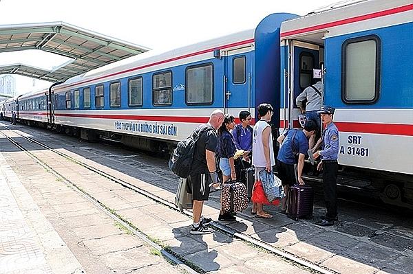 tang cuong 130 chuyen tau phuc vu nguoi dan nghi le 304 va 15