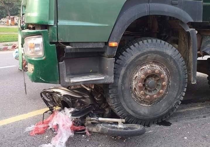 Đà Nẵng: Va chạm với xe tải, một phụ nữ tử vong