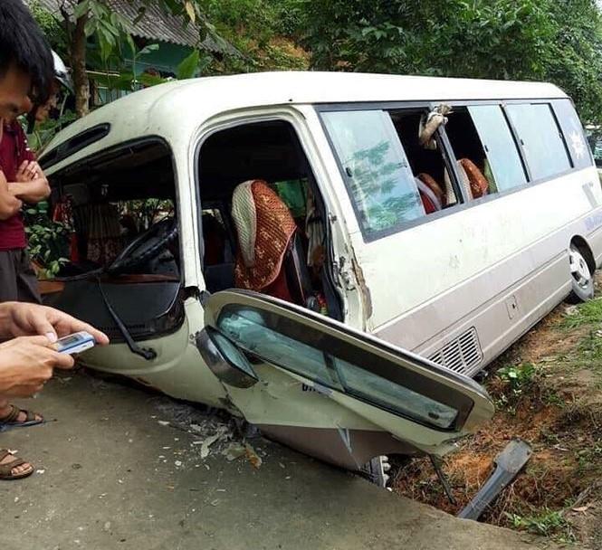 xe khach lao xuong muong nuoc nhieu hanh khach bi thuong