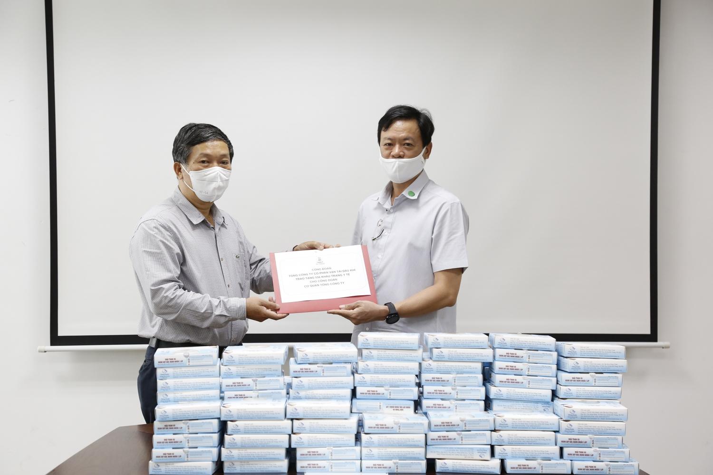 Công đoàn PV Trans cấp phát khẩu trang cho người lao động