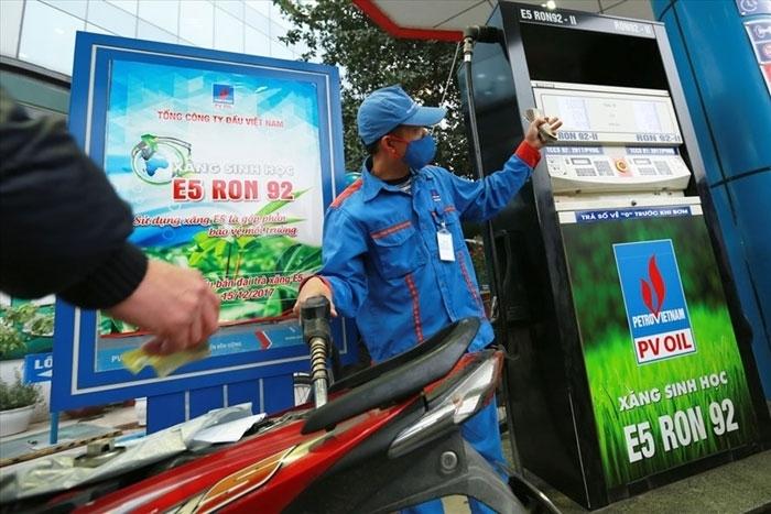 Giá xăng dầu đồng loạt tăng 600 - 700 đồng/lít