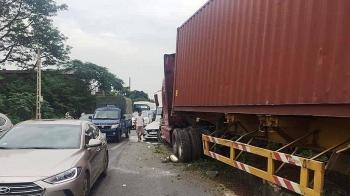 Xe container gây tai nạn liên hoàn, Quốc lộ 1 ùn tắc hàng giờ