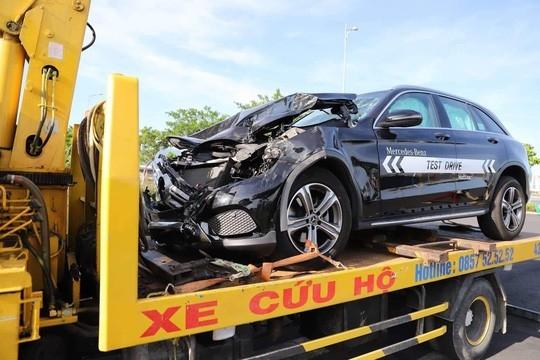 Chạy thử Mercedes-Benz, nam thanh niên gây tai nạn liên hoàn