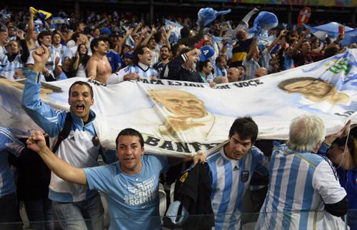 Argentina ăn mừng vào chung kết sau 24 năm