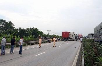 Quốc lộ 5 lại xảy ra tai nạn, giao thông ùn tắc kéo dài