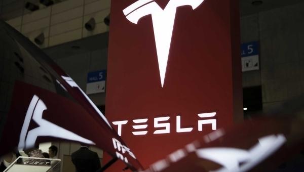 Tesla viết lại phần mềm nhằm ứng phó tình trạng thiếu chip