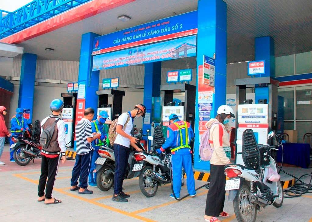 Các loại xăng dầu tiếp tục tăng giá gần 800 đồng