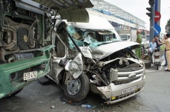 TP HCM: Xa lộ Hà Nội ùn tắc nhiều giờ sau vụ tai nạn giữa 2 ô tô