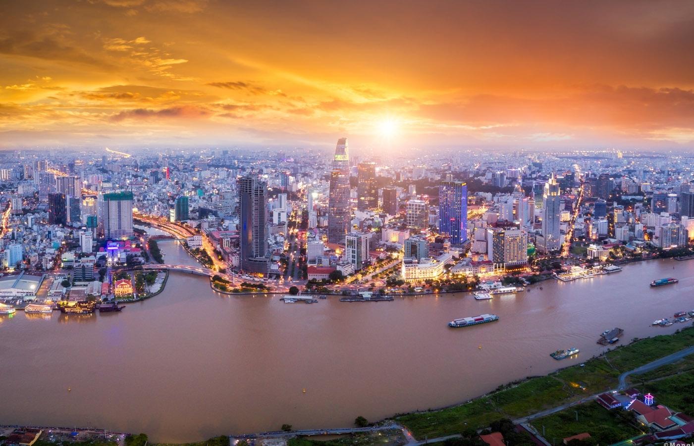 Kinh tế Việt Nam tăng trưởng vững vàng bất chấp thách thức từ Covid-19