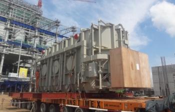 NMNĐ Sông Hậu 1 lắp đặt máy biến áp chính tổ máy số 2