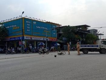 ha tinh cu ong 71 tuoi bi xe container keo le tren duong