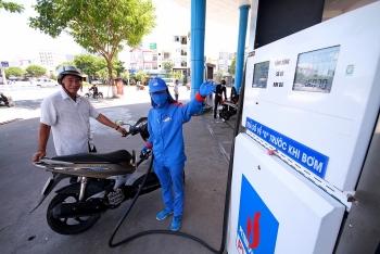 Giá xăng giảm nhưng giá dầu lại tăng nhẹ
