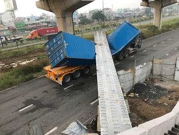 dam cau bo hanh roi de trung xe container