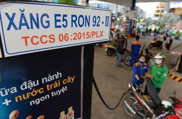 pho thu tuong vuong dinh hue chi dao dieu hanh gia xang e5 ron 92 ron 95