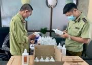 Hà Nội: Thu giữ hơn 300 lọ nước khử khuẩn giả đang trên đường đi tiêu thụ
