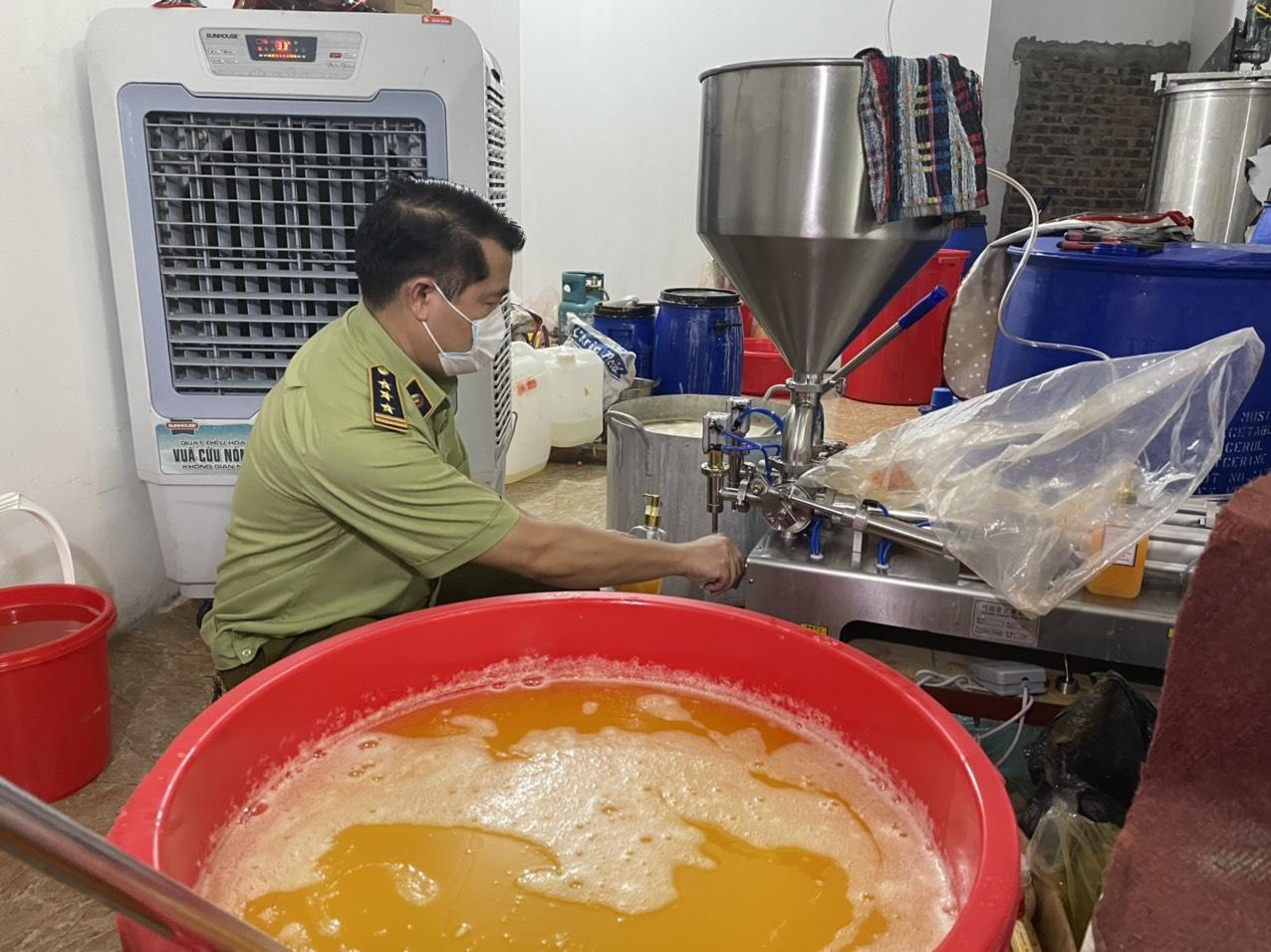 Hà Nội: Phát hiện một cơ sở sản xuất mỹ phẩm giả số lượng lớn