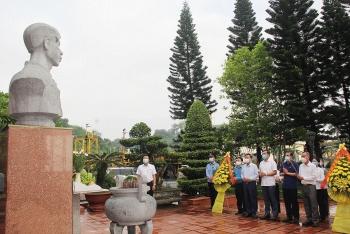 Cán bộ công nhân viên TKV dâng hương tưởng niệm các Anh hùng liệt sĩ