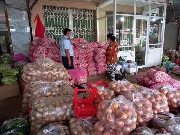 Phát hiện 4,2 tấn hành tỏi Trung Quốc nhập lậu