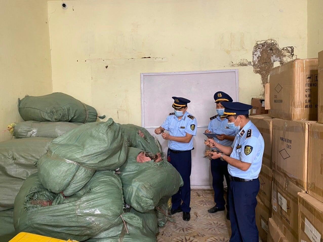 Lạng Sơn: Thu giữ gần 600 kg nấm lim và linh chi nhập lậu