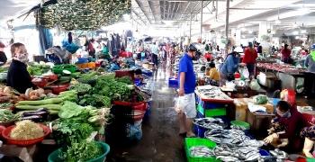 Mở lại chợ truyền thống vẫn chậm